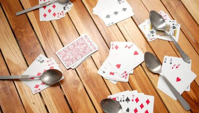 How to Play the Spoon Card Games by Using Astonishing Rules