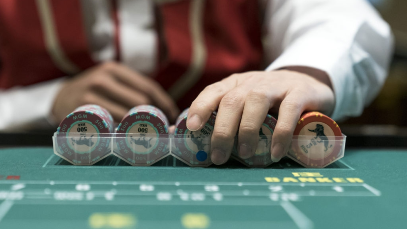 Why you should be a or not to be a casino dealer