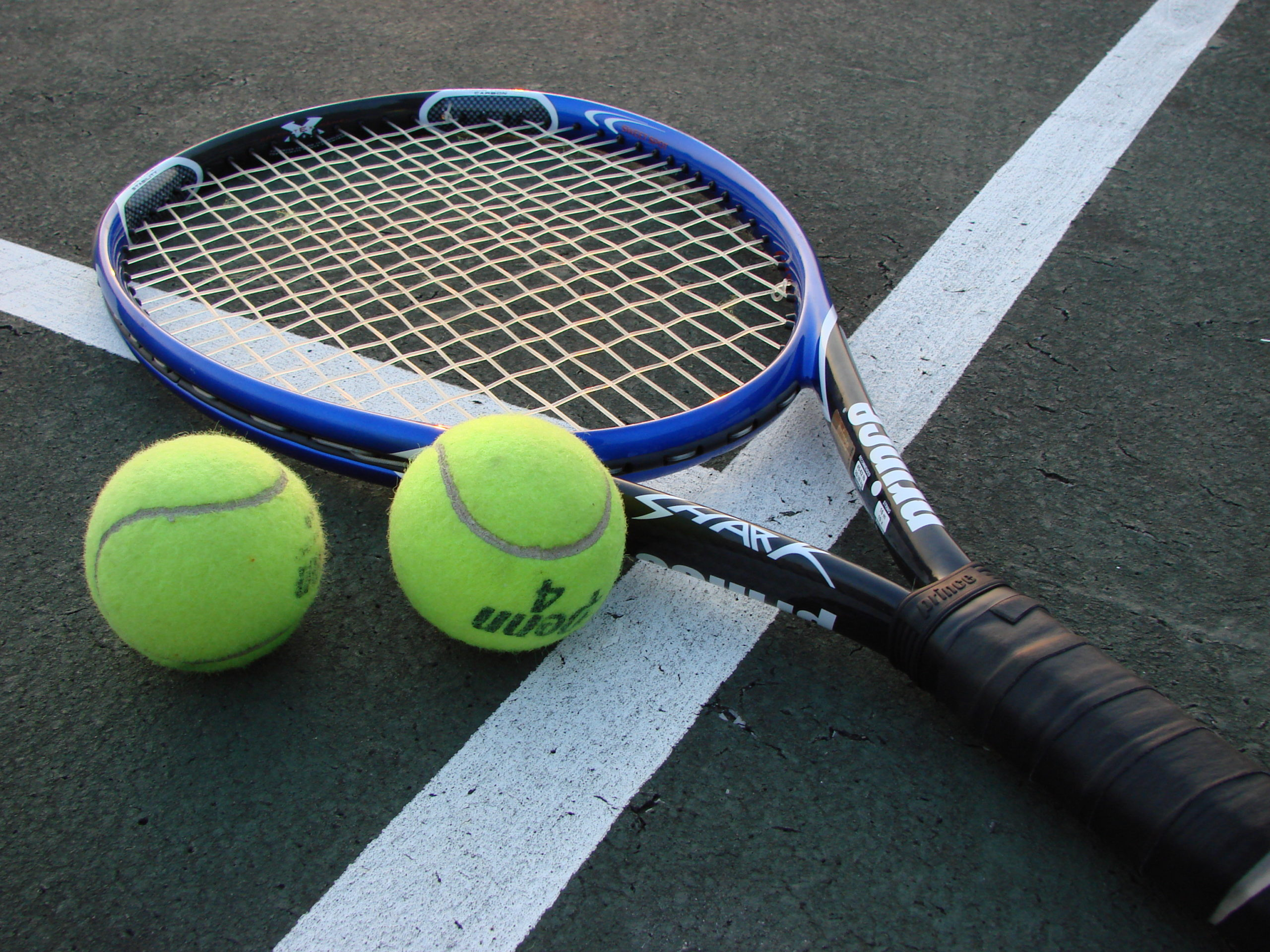 Different Types Of Tennis Ball To Play The Match