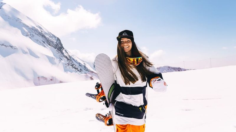 Essential Clothing and Gear for Snowboarding