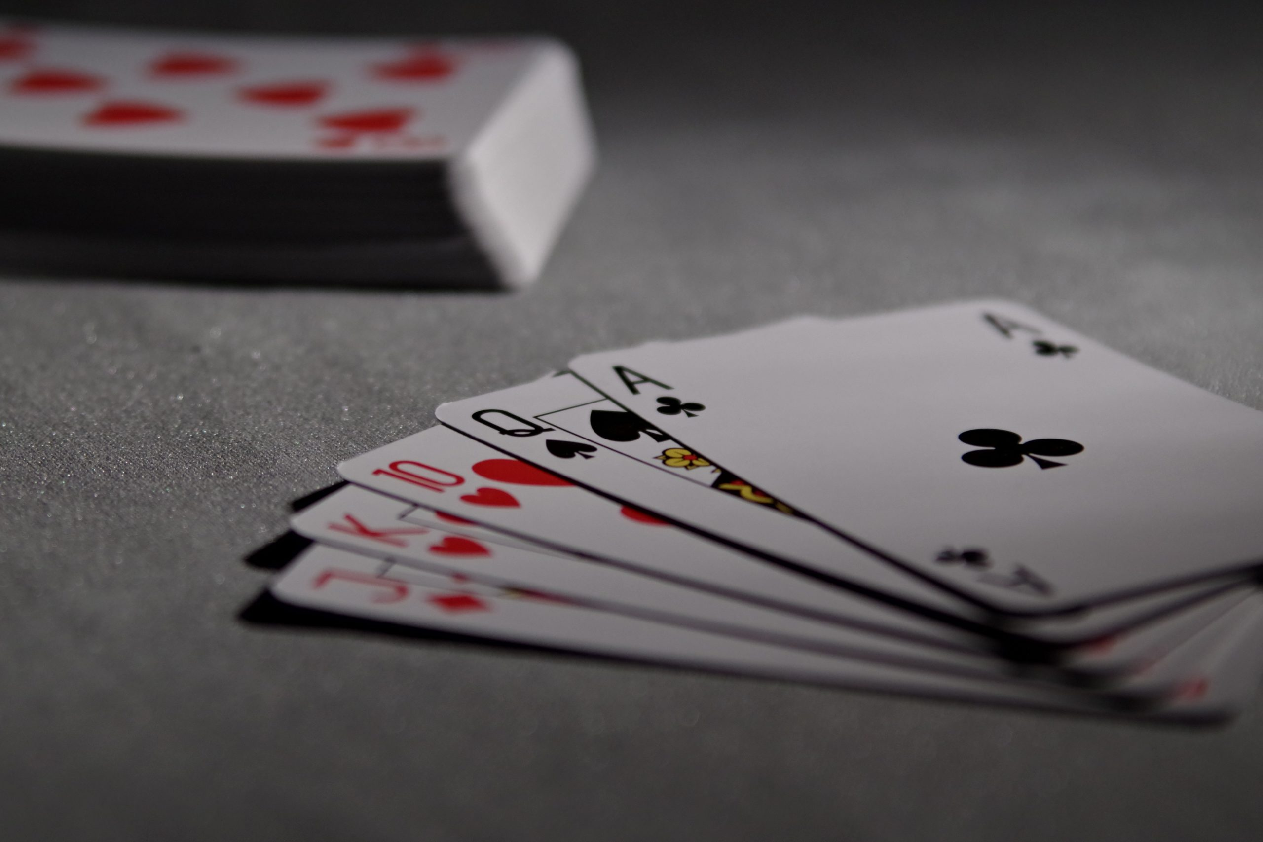 Some Cool Card Tricks To Impress The Audience Around You