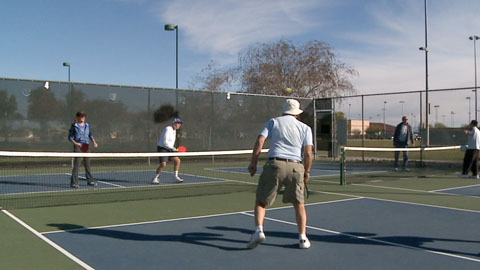 How to Play Pickleball: The Perfect Guide for the Beginners