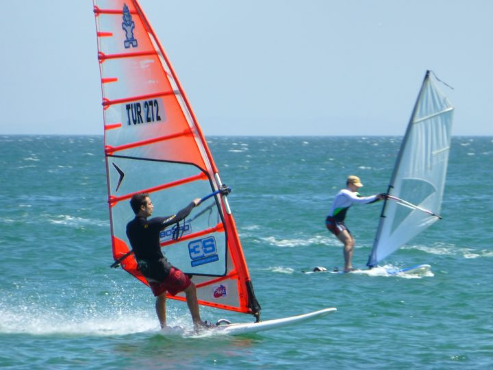 How To Sail: The Ultimate Guide To Beginner's Windsurfing