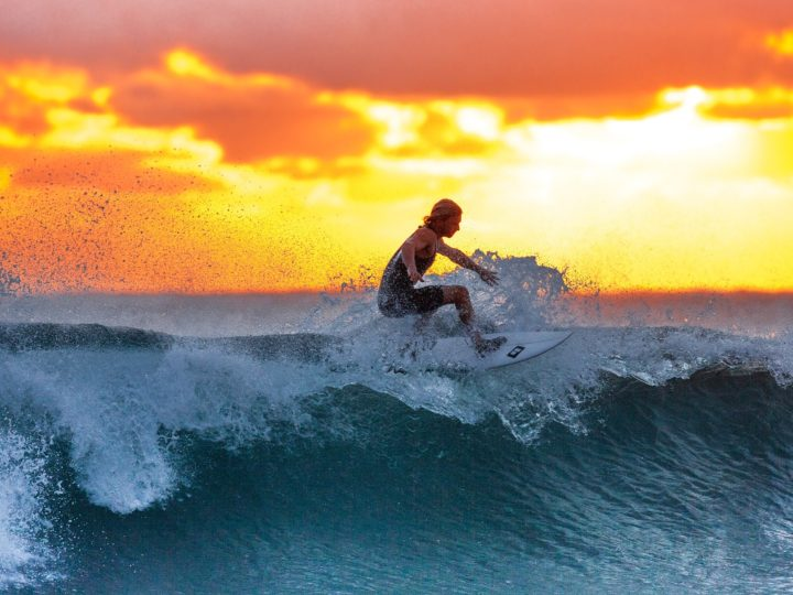 How to Surf? – Important Surfing Tips for Beginners